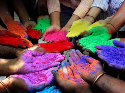 Organização de um Holi Festival, ou Festa Indiana das Cores da Primavera.